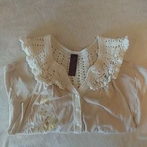 FREE PEOPLE flowy top. Super adorable.